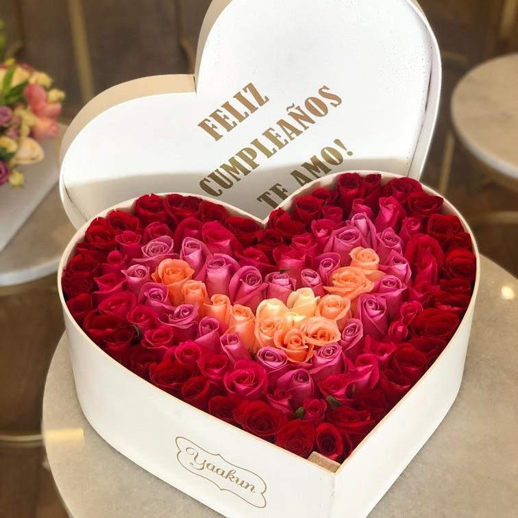 100 rosas degrade en caja corazón con tapa