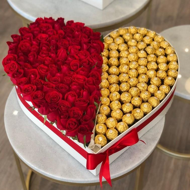 100 rosas rojas en caja dulce corazón ferrero
