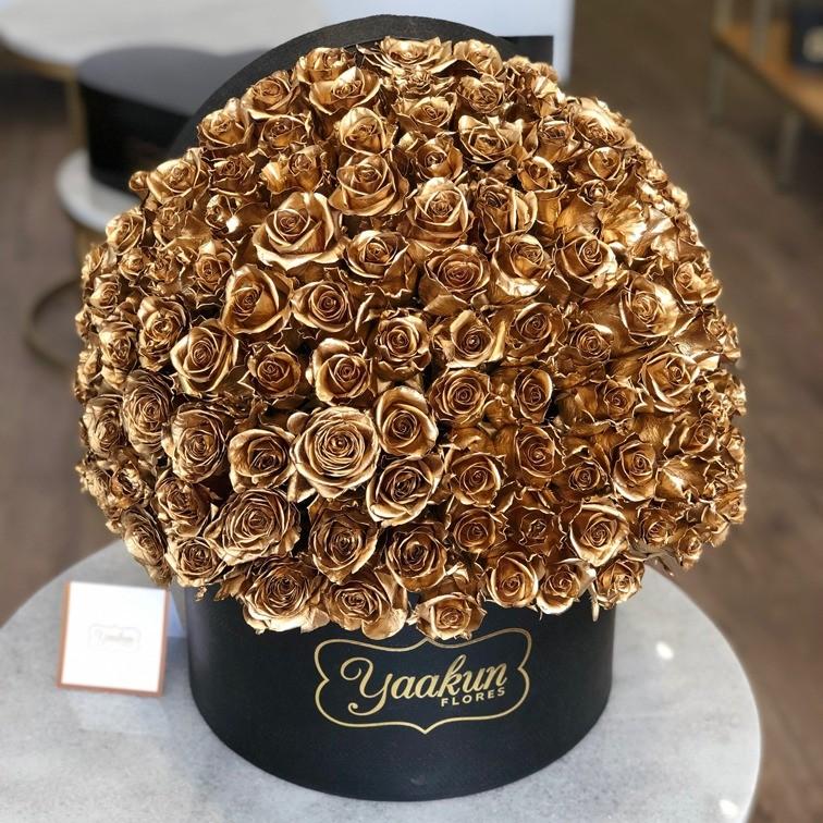 150 rosas doradas en caja redonda especial gold