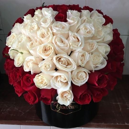 150 rosas en caja redonda negra mi corazón blanco