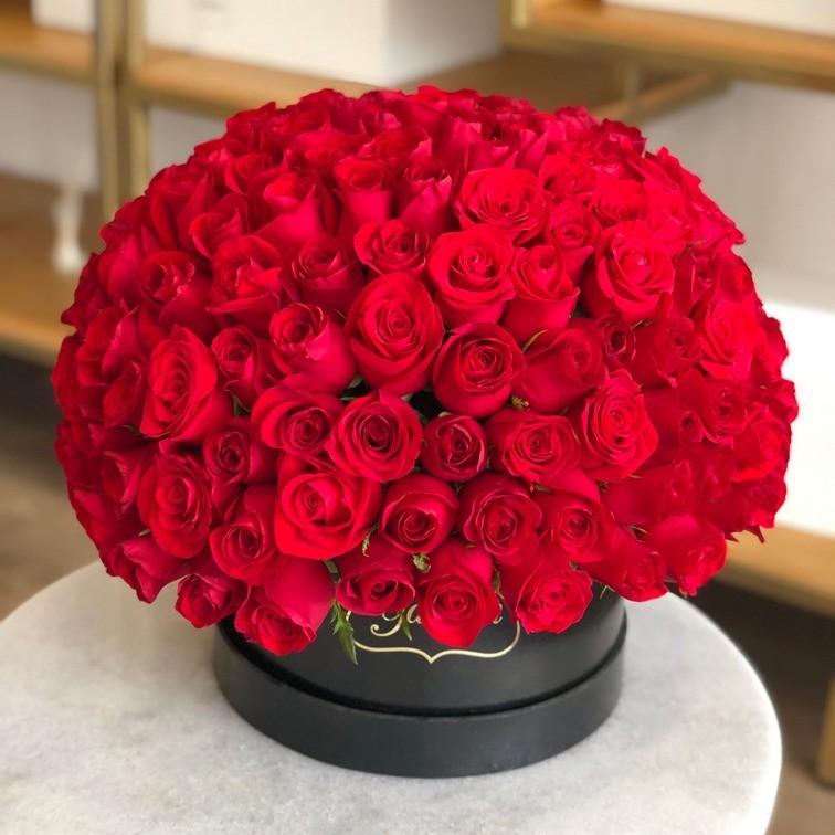 150 rosas rojas en caja esfera