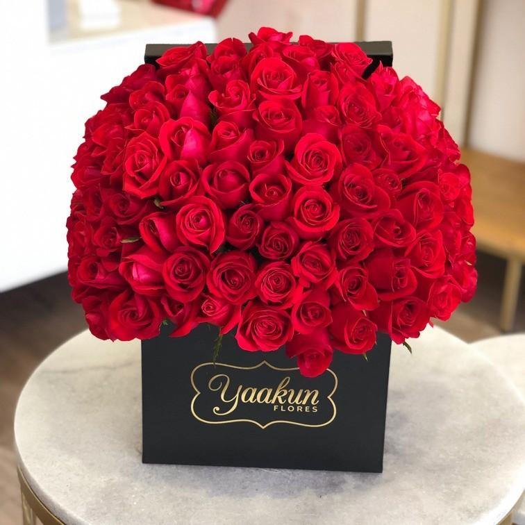 150 rosas rojas en caja negra yaakun especial