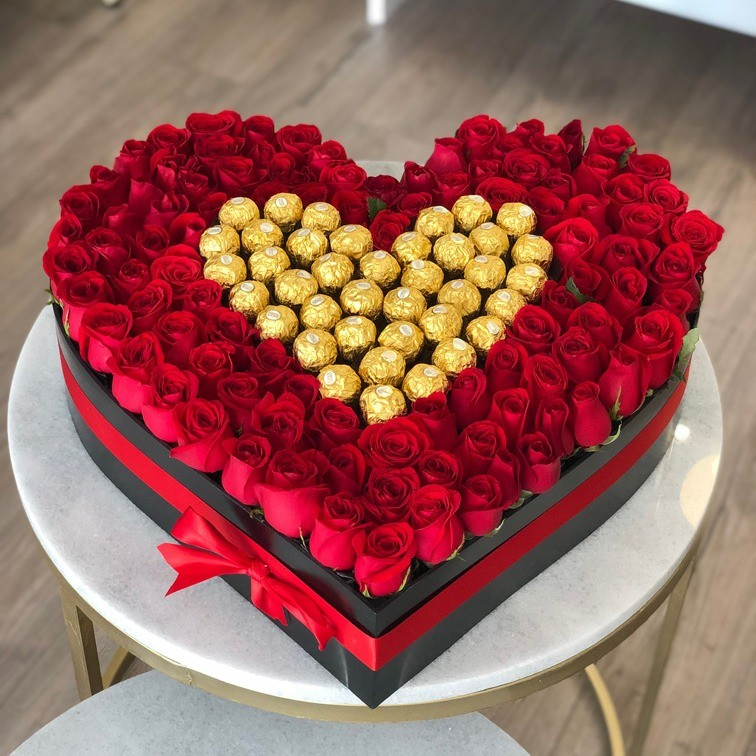 150 rosas rojas & ferreros en caja dulce corazón