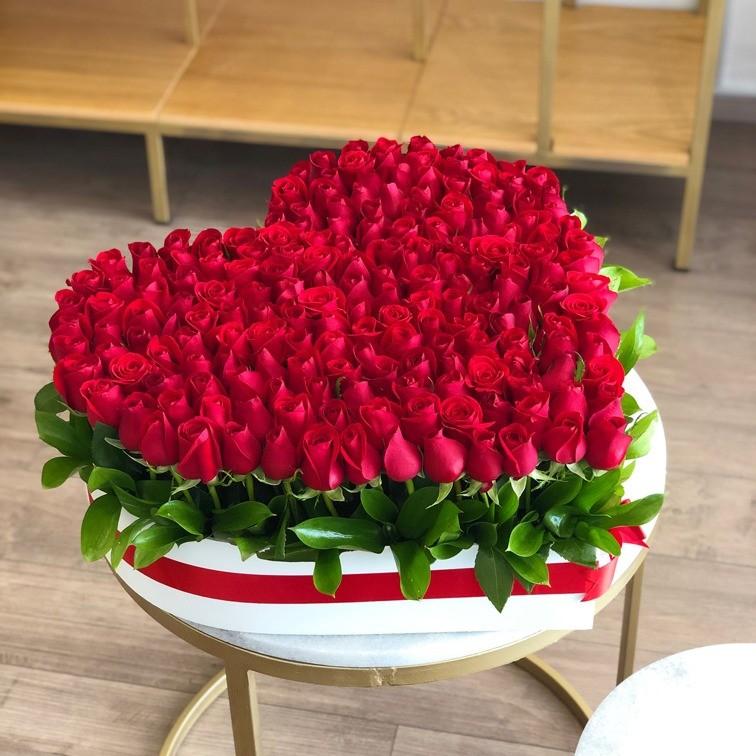 200 rosas rojas en caja corazón amor jardín grande