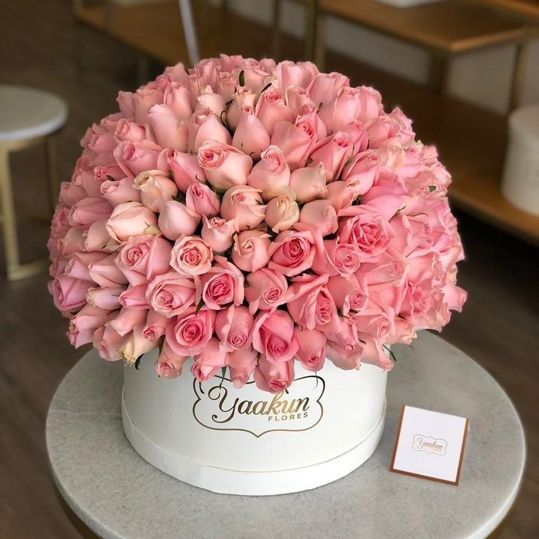 220 rosas en caja redonda esfera hermosa