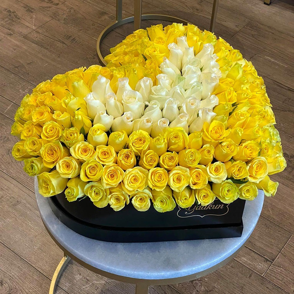 225 rosas amarillo & blanco en caja corazón grande