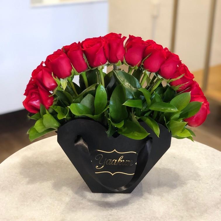 24 rosas en caja abanico
