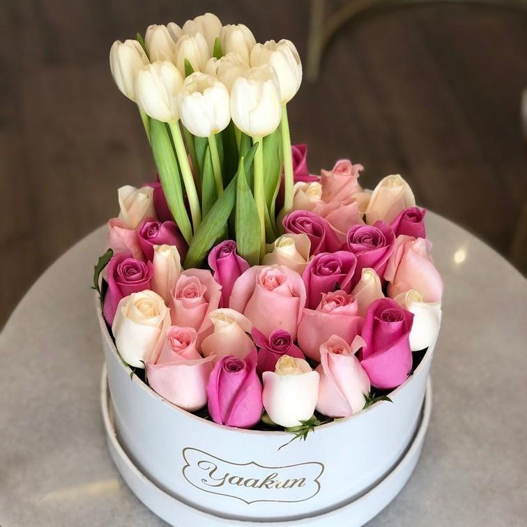25 rosas & 10 tulipanes en caja redonda ilusión colores