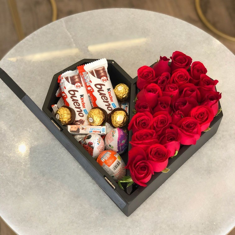 25 rosas en caja corazón kinder media tapa