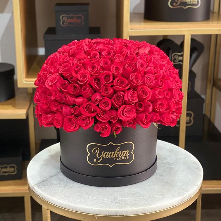 250 rosas rojas en caja redonda esfera caja negra