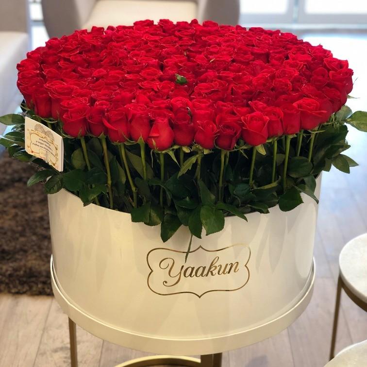 300 rosas en caja redonda altas maxi blanca, bello sentimiento