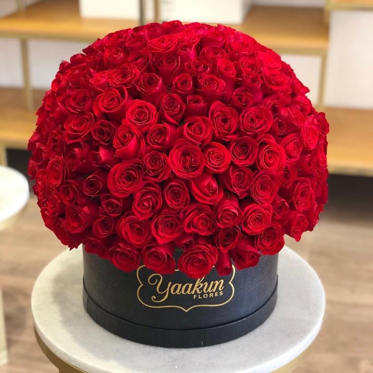 300 rosas rojas en caja redonda esfera caja negra