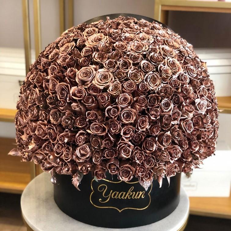 350 rosas en caja redonda semi esfera gold rose