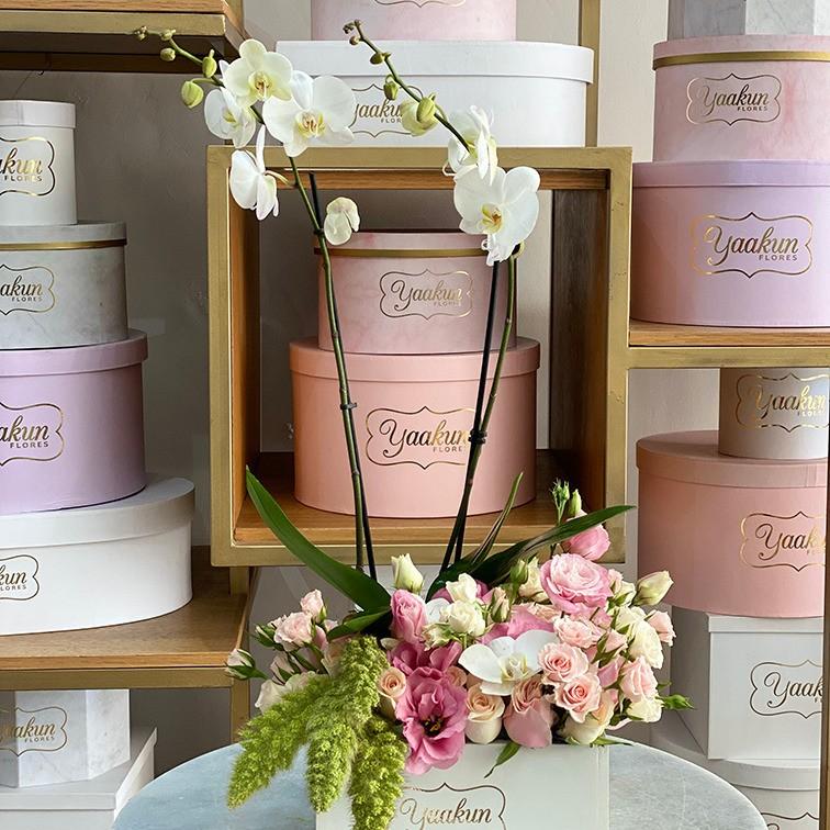 40 rosas, lisianthus & orquídeas en caja blanca yaakun