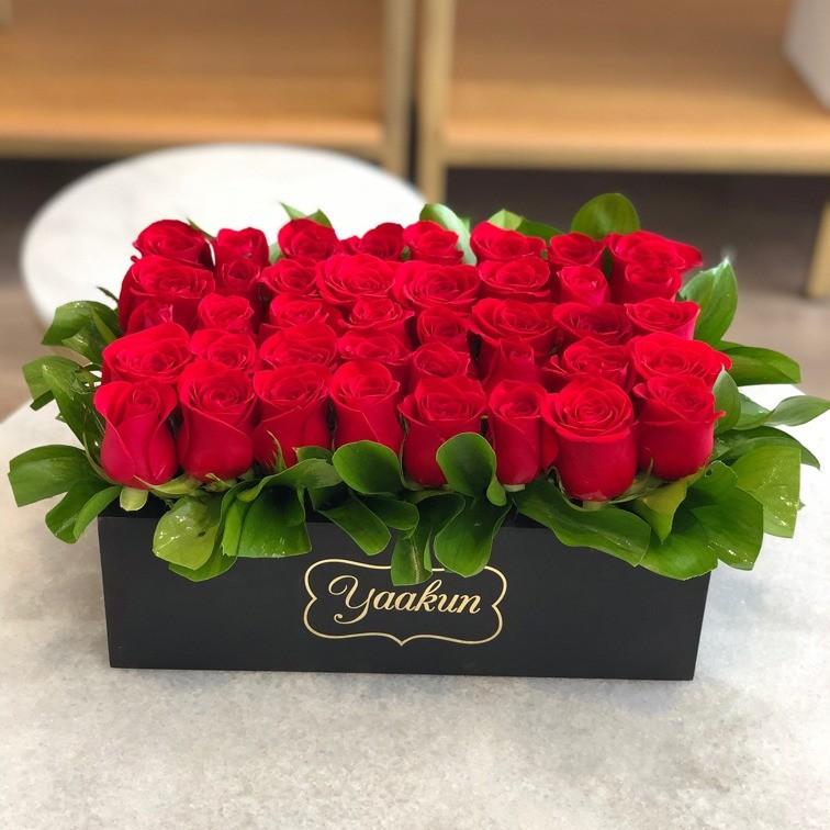 40 rosas rojas en caja mini yaakun amor