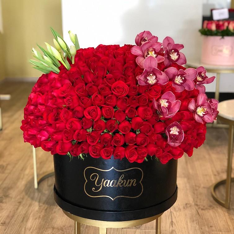 400 rosas en caja redonda maxi esfera tulipanes y orquídeas rosa