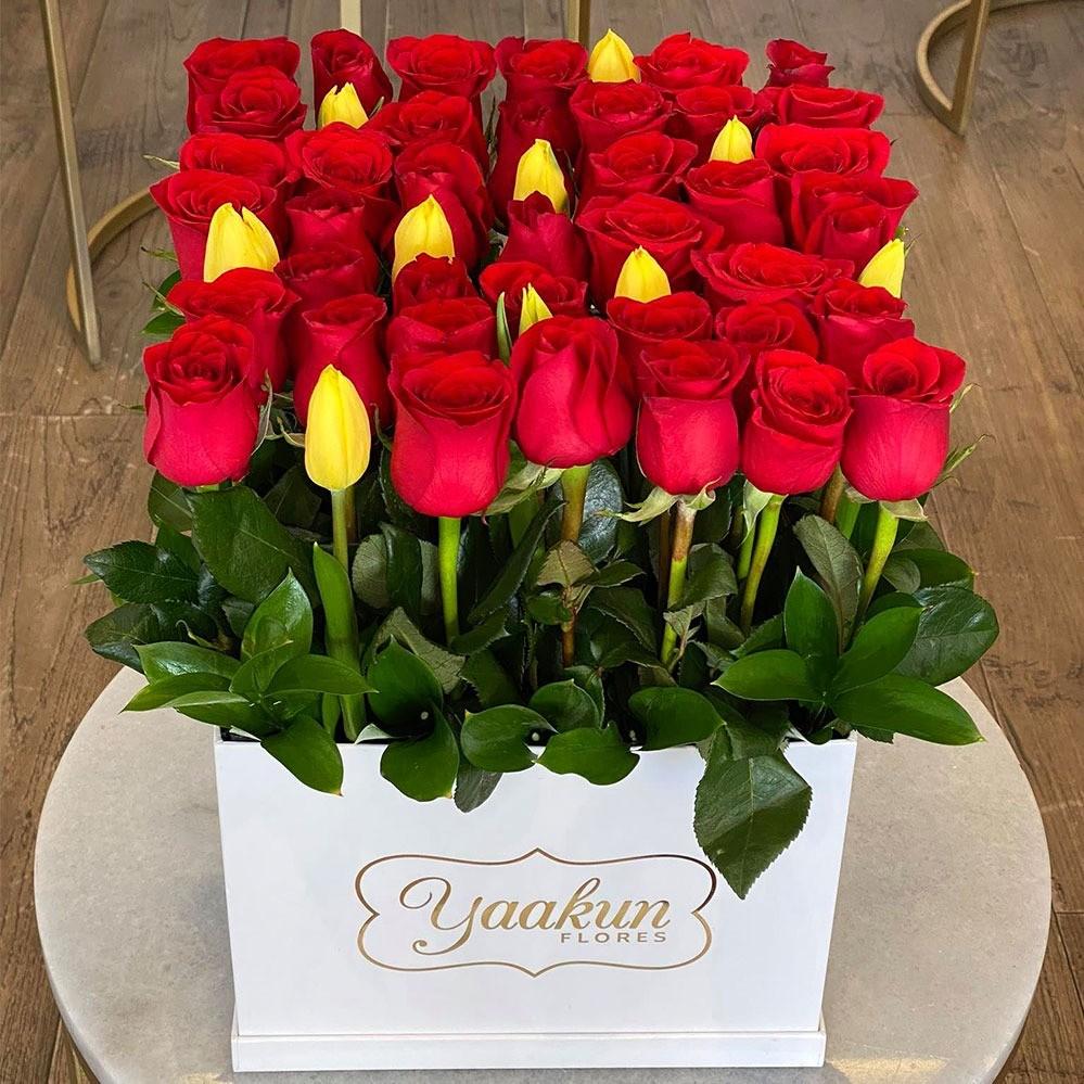 42 rosas & 10 tulipanes en caja blanca amor tulipan