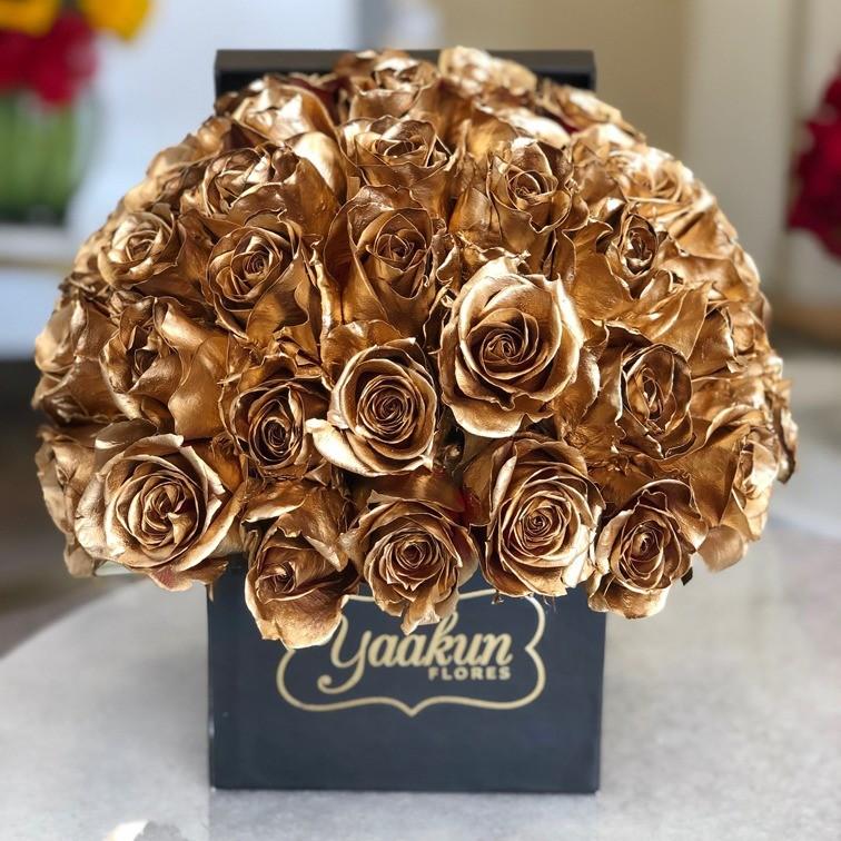 50 rosas doradas en caja yaakun especial
