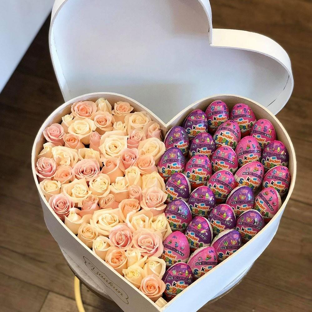 50 rosas rositas & chocolates kinder en caja corazón con tapa corazón tierno