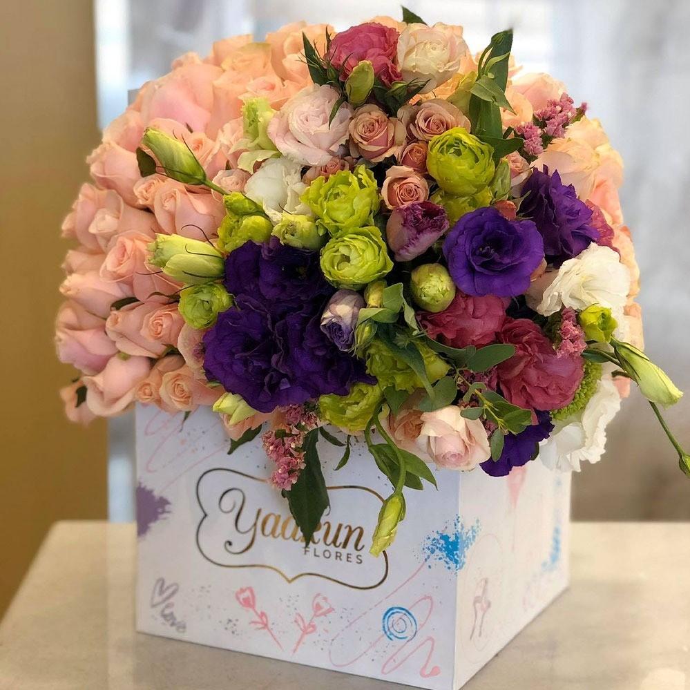 70 rosas & lisianthus en mini caja blanca yaakun edición especial cariño