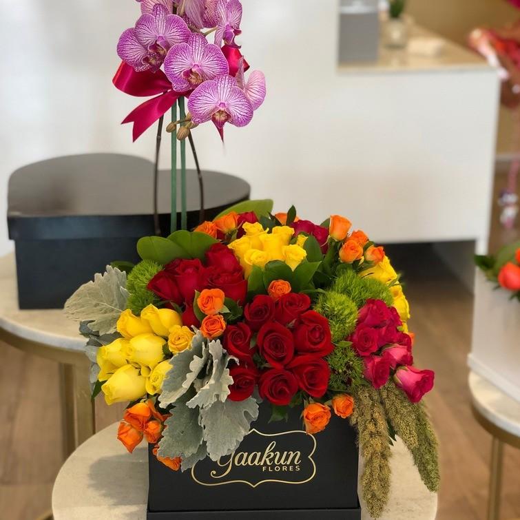 80 rosas y orquídeas en caja negra yaakun