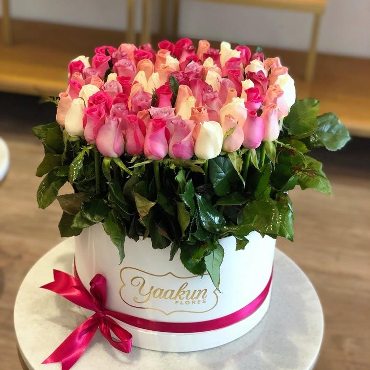 85 rosas en caja redonda altas bello sentimiento color