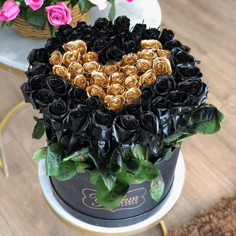 85 rosas en caja redonda black & gold