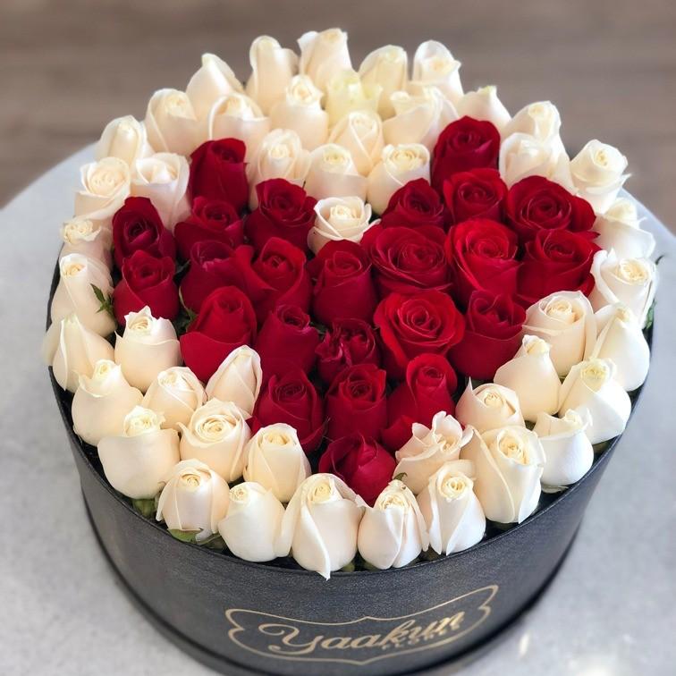 85 rosas en caja redonda con tapa amor sincero