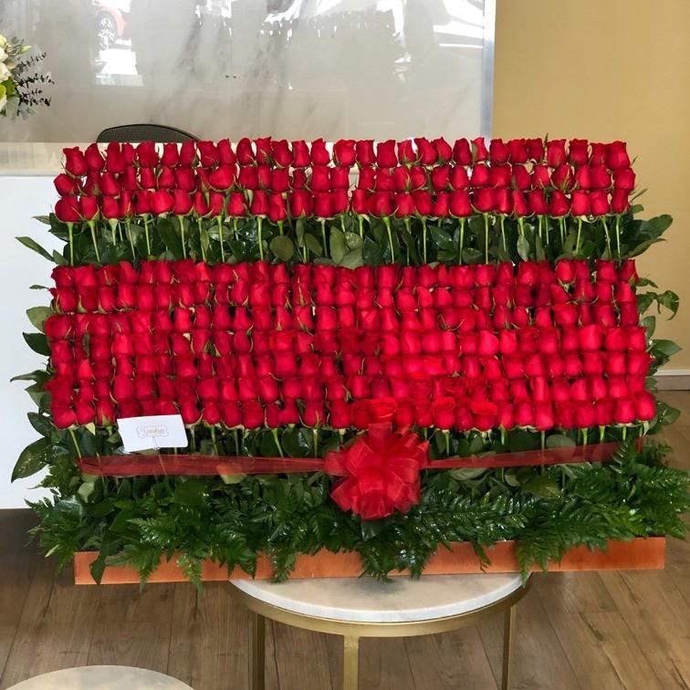 Arreglo de 275 rosas altas red garden