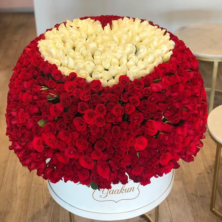 Canasta de 1000 rosas maxi esfera mi amor