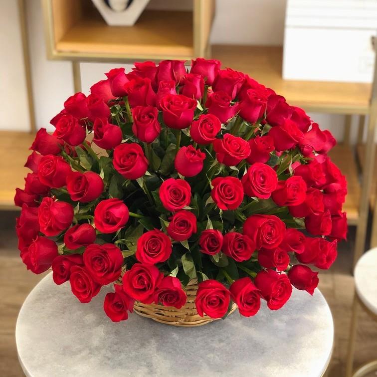 Canasta de 125 rosas esfera amor