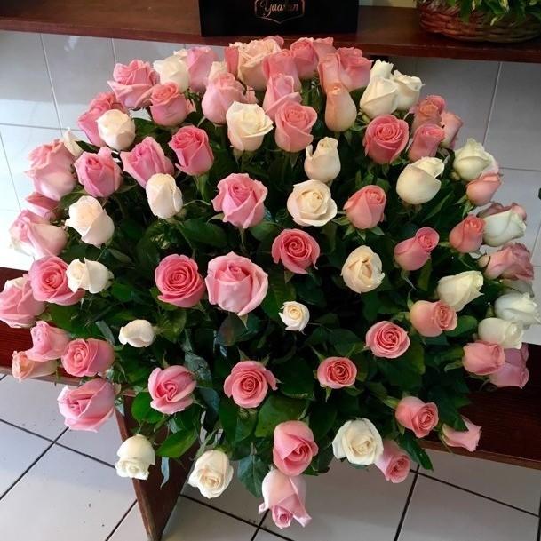 Canasta de 150 rosas esfera sweet hermosa