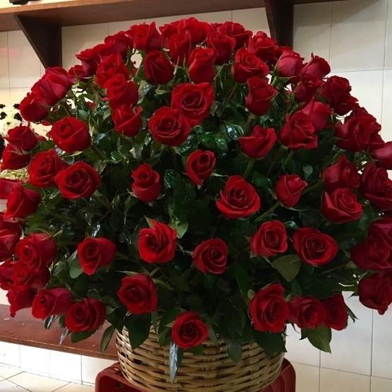 Canasta de 200 rosas esfera amor
