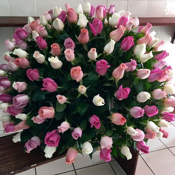 Canasta de 200 rosas esfera color