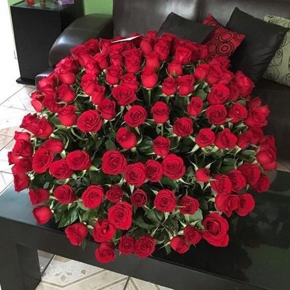 Canasta de 250 rosas esfera amor