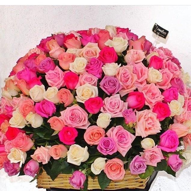 Canasta de 250 rosas esfera color