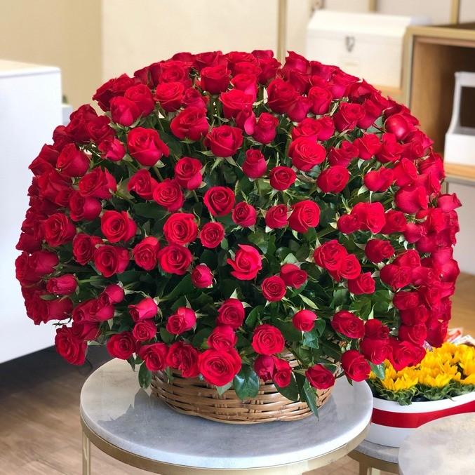 Canasta de 300 rosas esfera amor