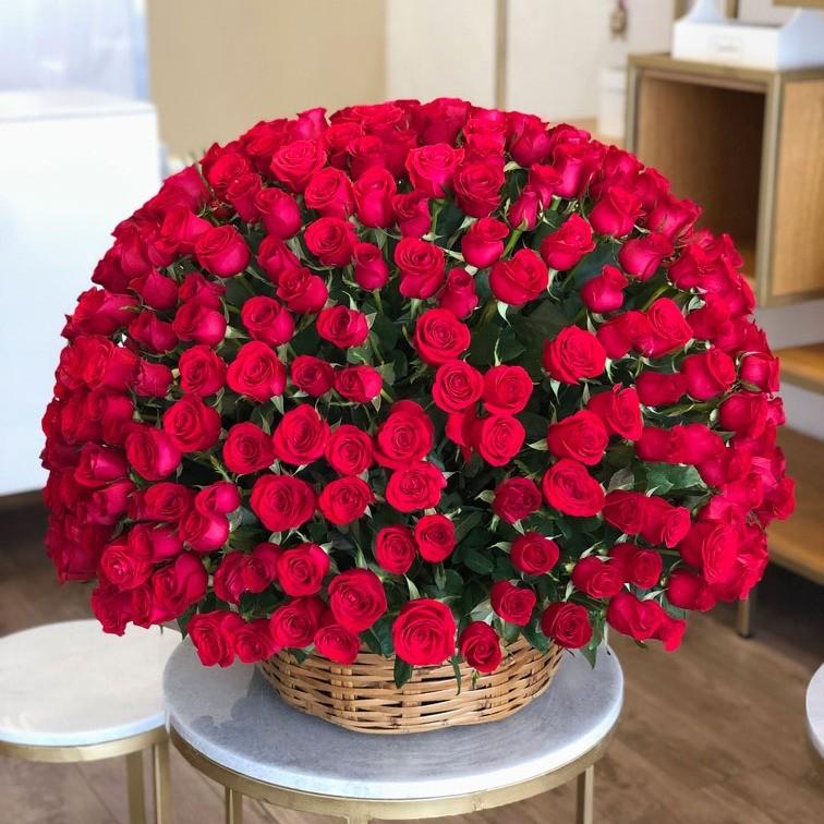 Canasta de 400 rosas esfera amor