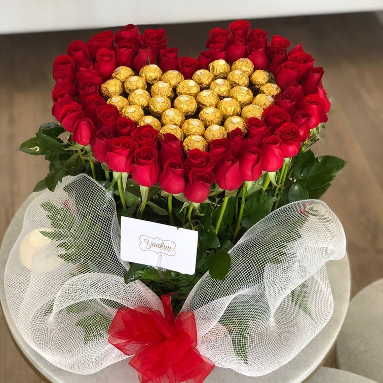 Canasta de rosas altas jardín amor dulce