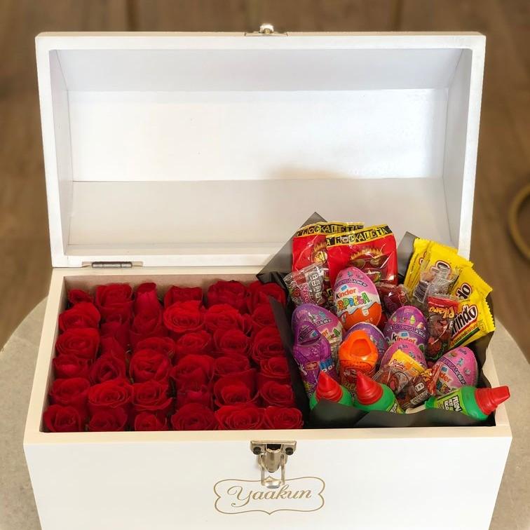 Cofre con 36 rosas chocolates & dulces