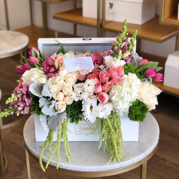 Cofre con flores finas encanto