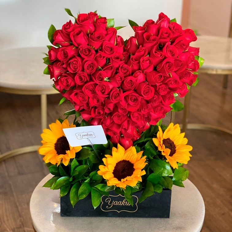 Corazón de 100 rosas flores & girasoles