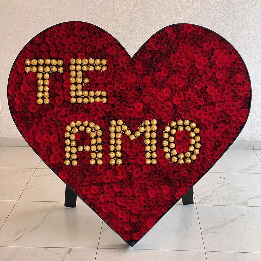 Corazón de 1000 rosas &  chocolate ferrero dulce amor