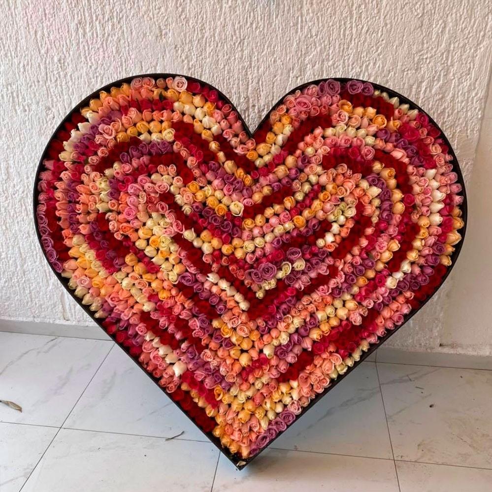 Corazón de 1000 rosas fiesta de colores