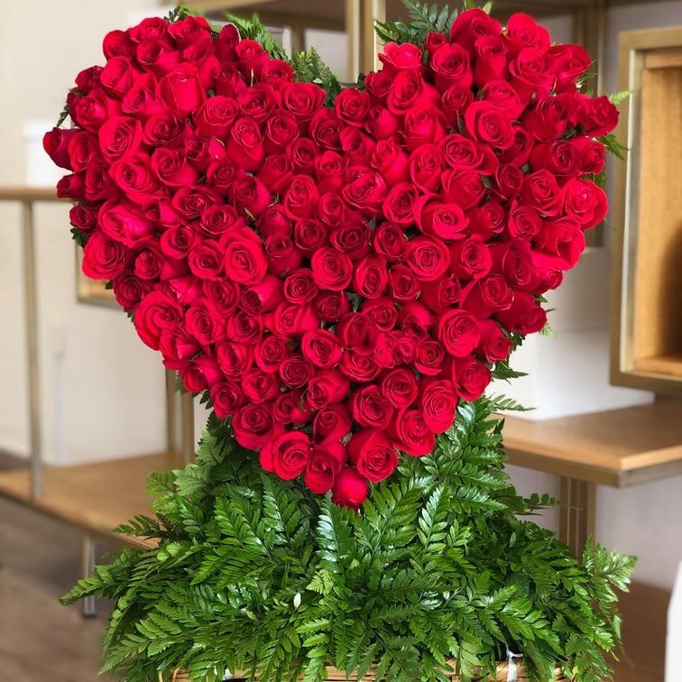CorazÓn de150 rosas en canastacorazÓn rojo