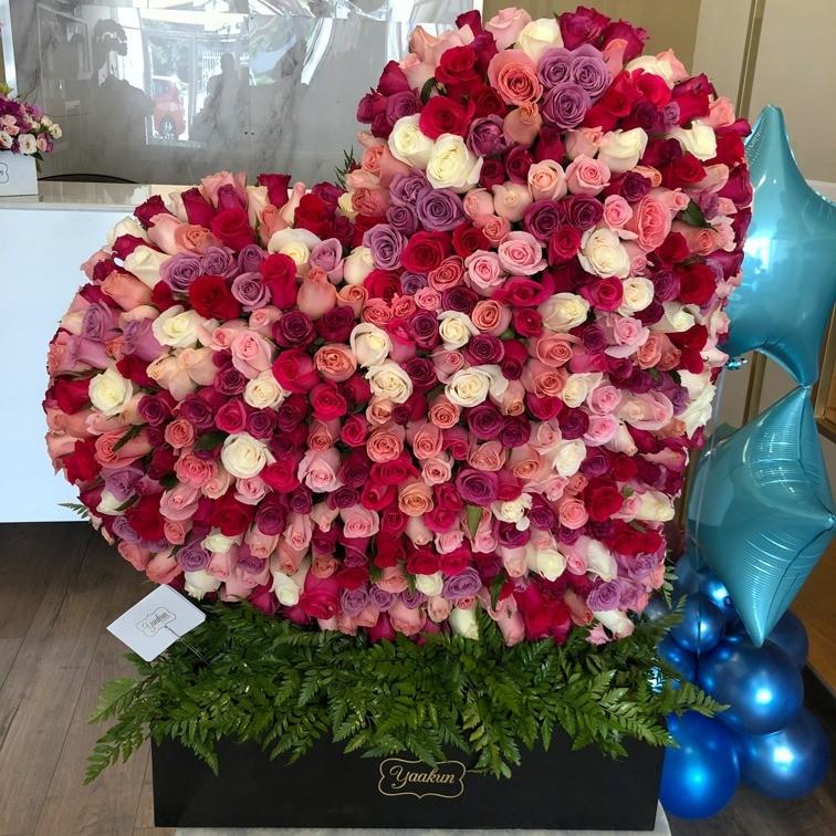 Corazón de 400 rosas en caja corazón inclinado tonos pasteles