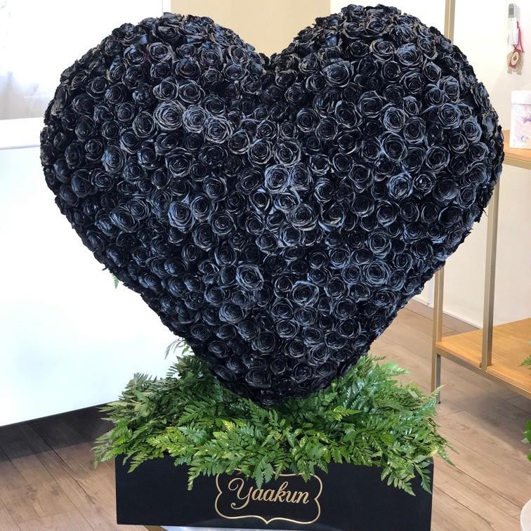 Corazón de 400 rosas negras