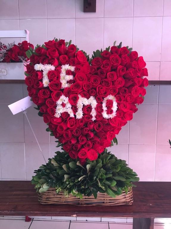Corazón De 150 Rosas En Canasta Corazón Te Amo Yaakun Flores