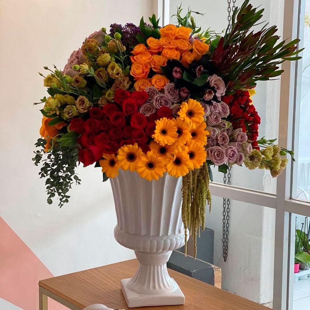 Diseño floral en copa romana amanecer