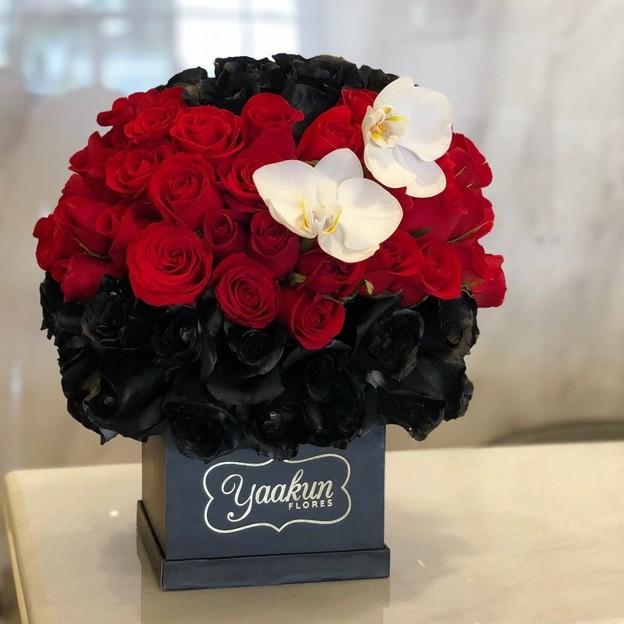 Esfera de 100 rosas & orquídeas